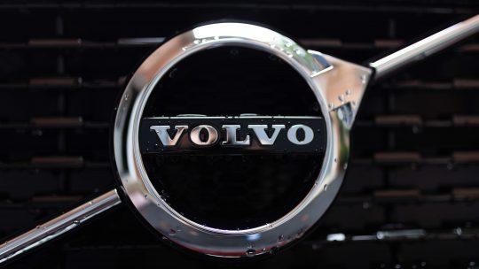 Volvo slutar med vinterdäck och butiksförsäljning
